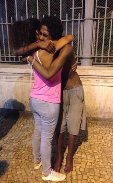 O reencontro de Victor com sua sua mãe, no Rio.