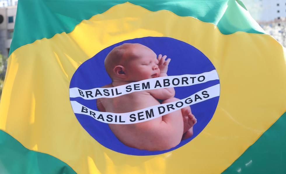 Marcha Nacional da Cidadania pela Vida e Contra o Aborto, em 2016.
