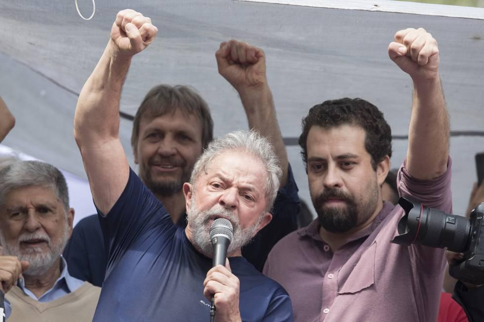 Guilherme Boulos ao lado do ex-presidente Lula no último sábado, antes da prisão do petista.
