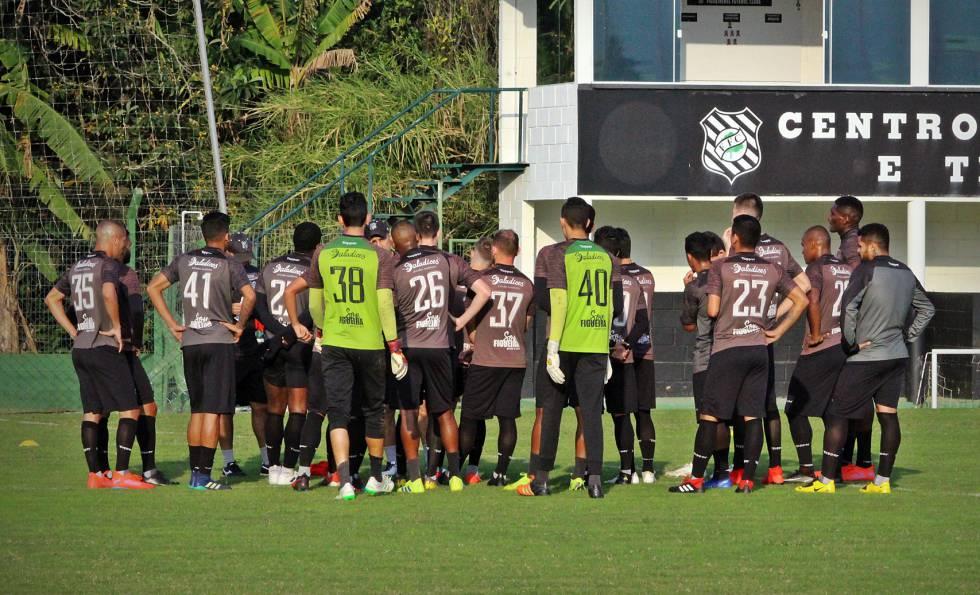 Jogadores do Figueirense ficaram sem treinar em protesto contra salários atrasados.