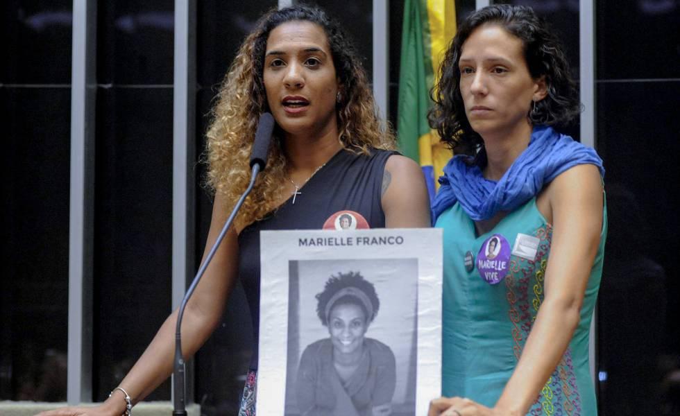 Irmã e namorada de Marielle Franco, Anielle Silva e Monica Tereza Benicio participam de cerimônia na Câmara dos Deputados em março de 2018.