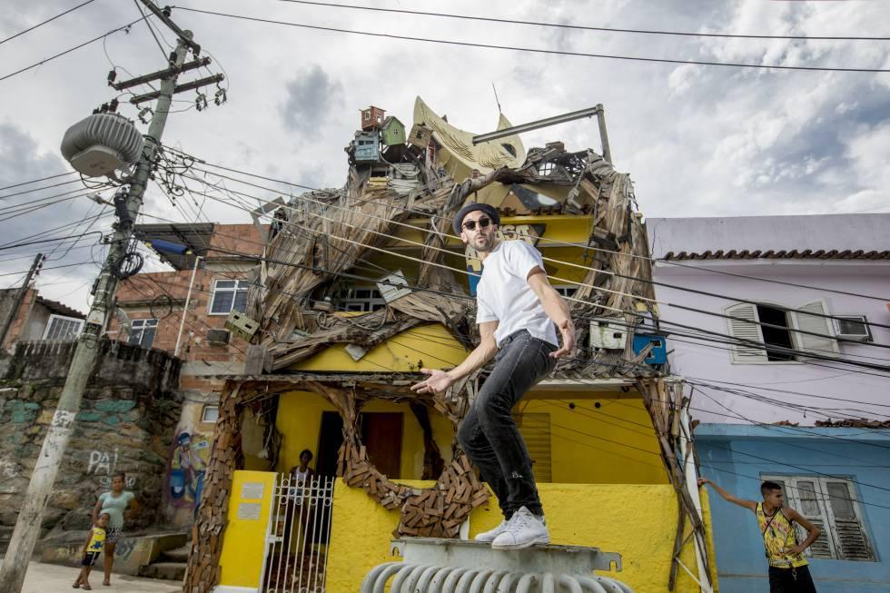 O artista francês JR na Casa Amarela, seu projeto social no morro da Providência, a primeira favela do Rio