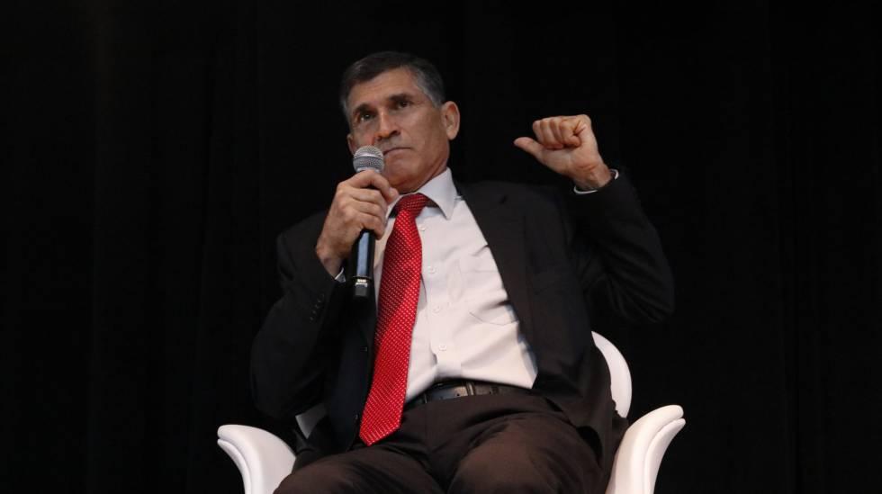 Santos Cruz fala no Congresso da Abraji nesta quinta.