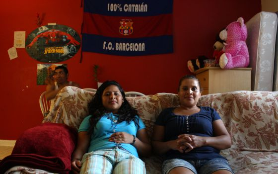 Brenda Alonzo (à direita) junto a filha Chirley em Maryland.