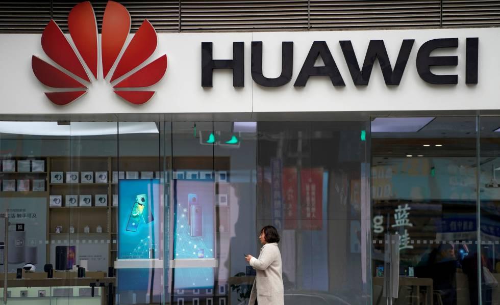 Loja da Huawei em um shopping em Xangai (China).