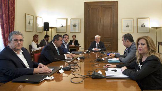 Tsipras reunido com líderes políticos gregos em Atenas.