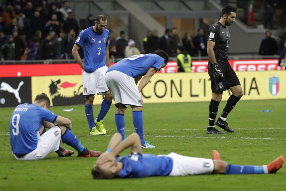Os jogadores da Itália depois da eliminação.