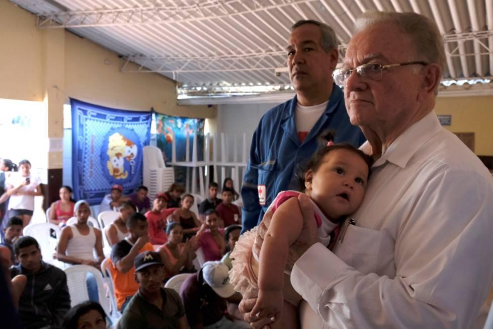 Eduardo Stein em uma visita a uma unidade de atendimento de imigrantes venezuelanos em Cúcuta, Colômbia, em outubro de 2018.