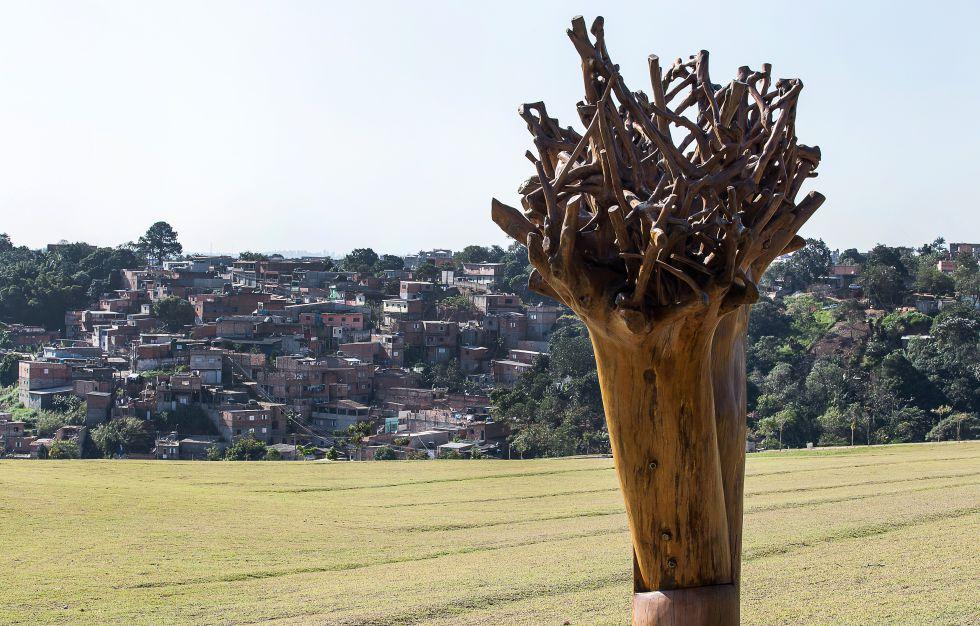 Obra do designer Hugo França que pesa 17 toneladas é um destaque do Parque das Cerejeiras.