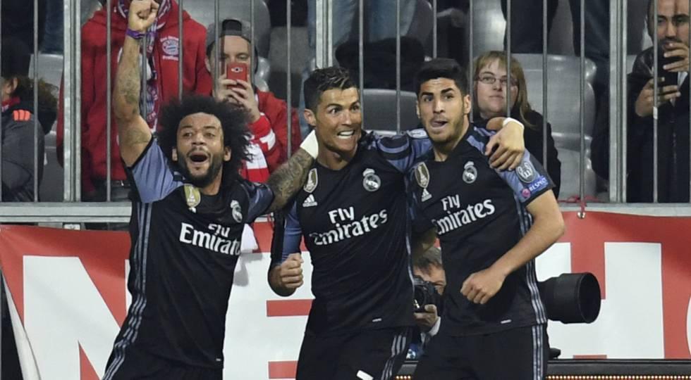 Cristiano Ronaldo comemora seu segundo gol na partida.