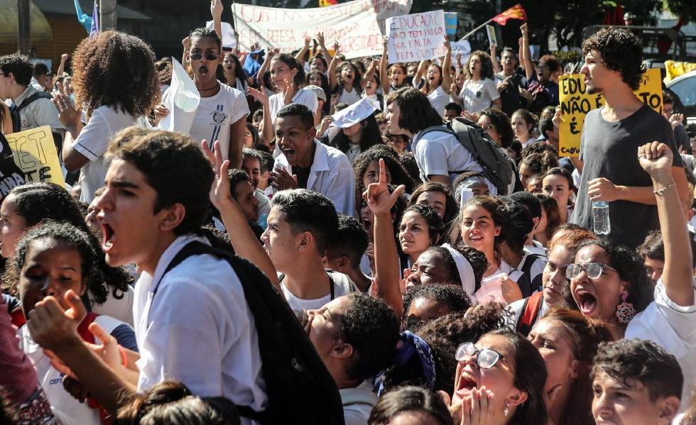 Protesto estudantil no Rio de Janeiro, no dia 6 de maio, contra os cortes anunciados pelo Governo. Estudantes voltam às ruas nesta quarta-feira.