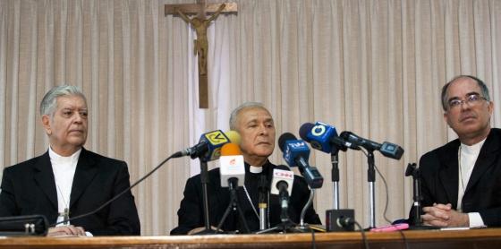 Dirigentes da Igreja durante a coletiva de imprensa em Caracas.