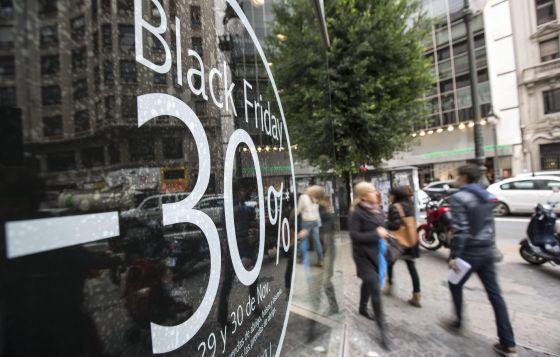 Um comércio de Valência que anuncia descontos para o 'black friday'