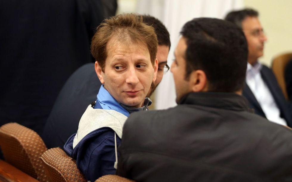 O multimilionário iraniano condenado à morte por fraude e delitos econômicos Babak Zanjani em um tribunal de Teerã, em foto sem data.