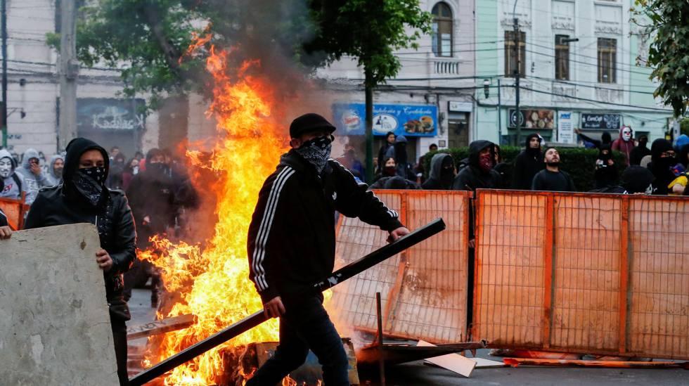 Manifestantes em Valparaíso, neste sábado.