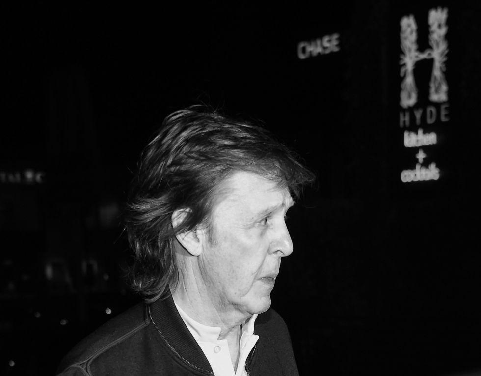 Paul McCartney, chegando em outra festa após o Grammy.