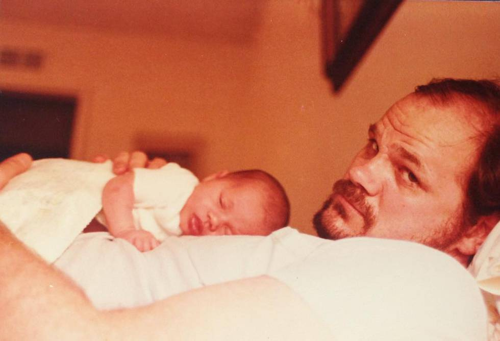Thomas Markle com Meghan Markle recém nascida.
