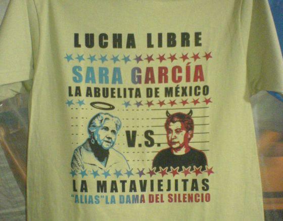 Camiseta mostra a atriz Sara García com a 'Mataviejitas'.