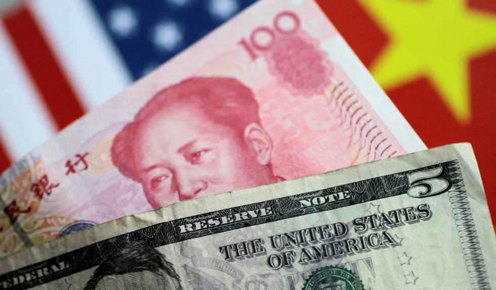 Uma nota de yuan e outra de dólar.