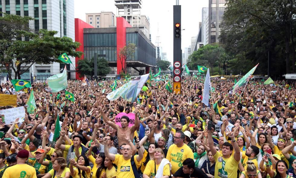 Apoiadores de Jair Bolsonaro na av. Paulista.