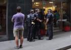 A polícia espanhola procura o suspeito de disparar contra um homem em frente ao hotel Silken, na chamada La Rambla