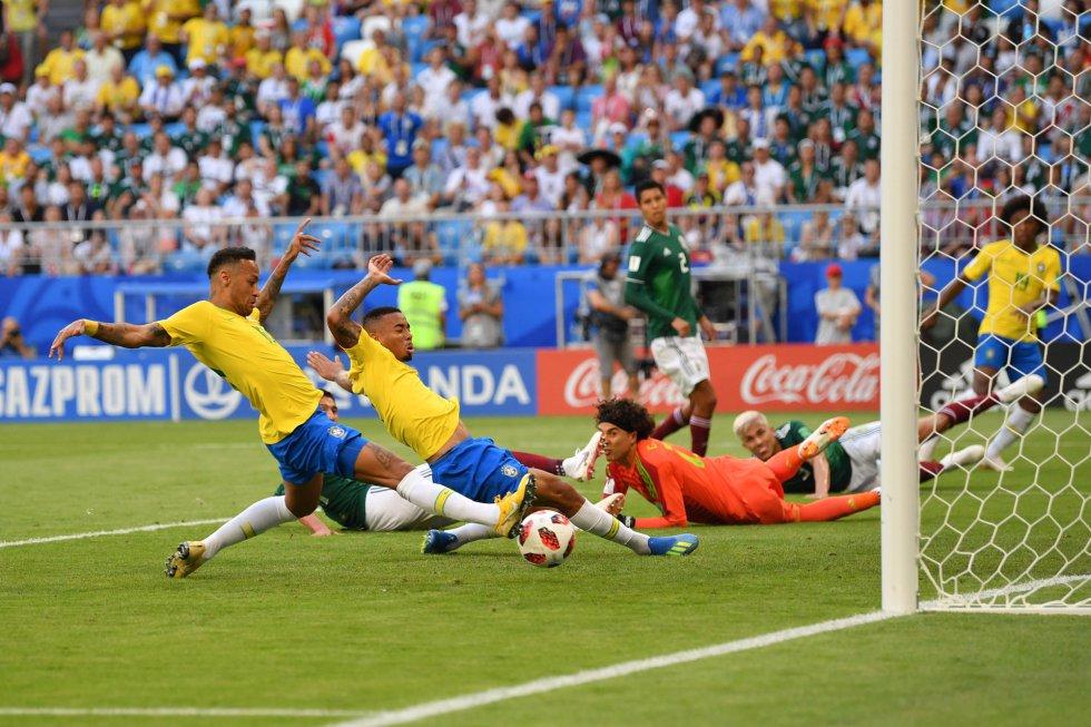 Neymar abre o marcador contra o México.