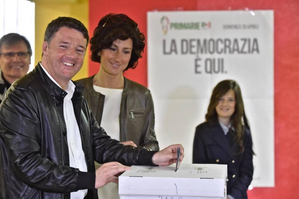 Matteo Renzi vota na manhã de domingo.