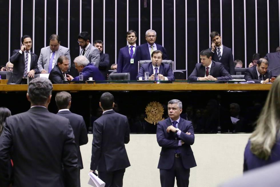 Rodrigo Maia abriu na noite desta terça-feira sessão para votar em segundo turno a reforma da Previdência.