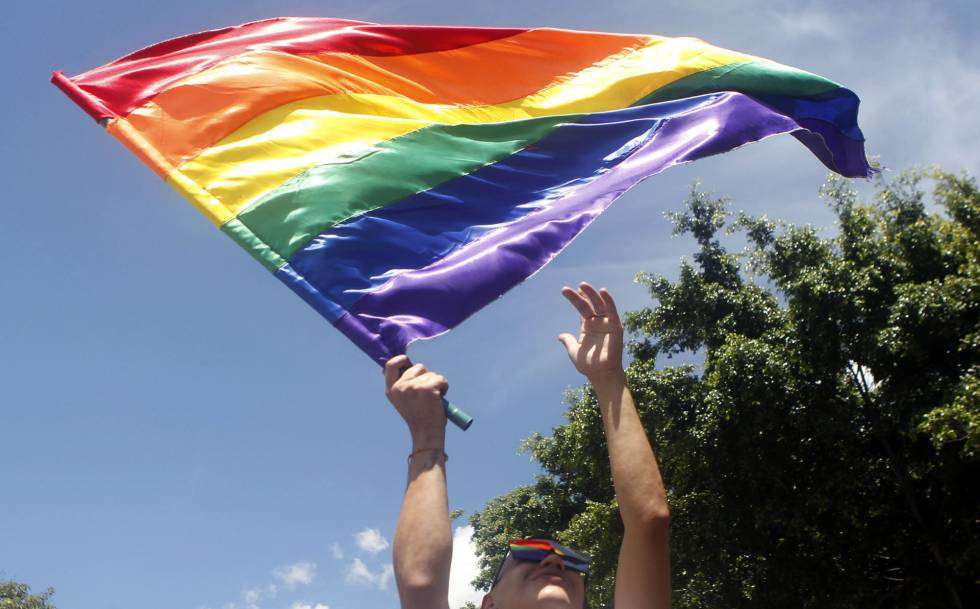 Foto tirada no domingo em Medellín (Colômbia) na passeata do orgulho gay.