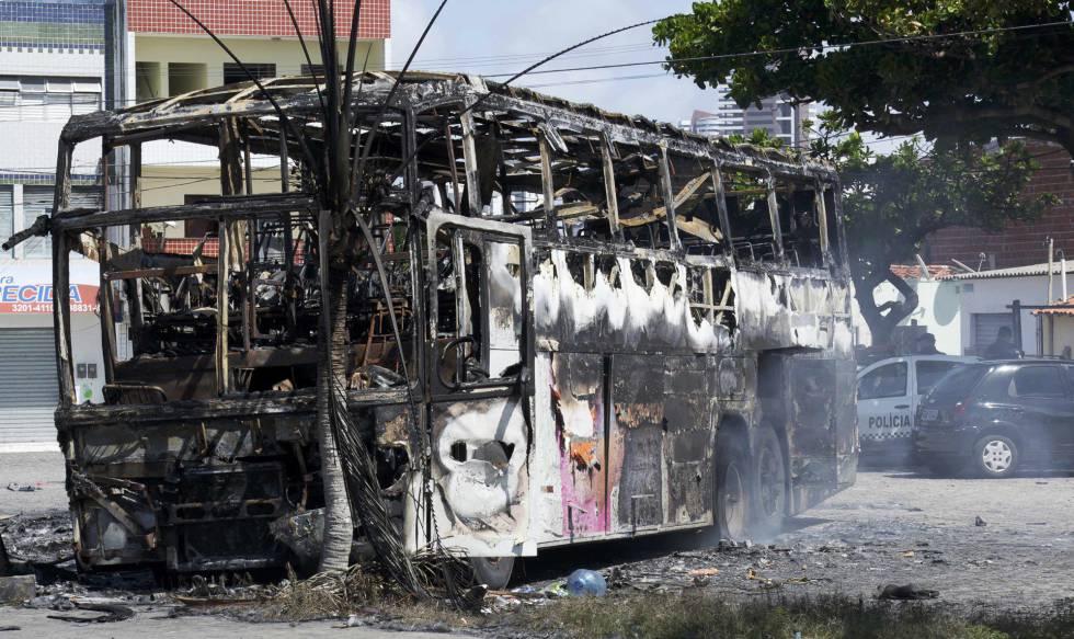 Ônibus queimado nesta segunda-feira, em Natal