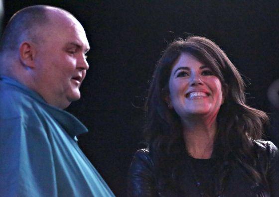 Sejam Ou'Brien, o 'dancing man', junto a Monica Lewinsky.
