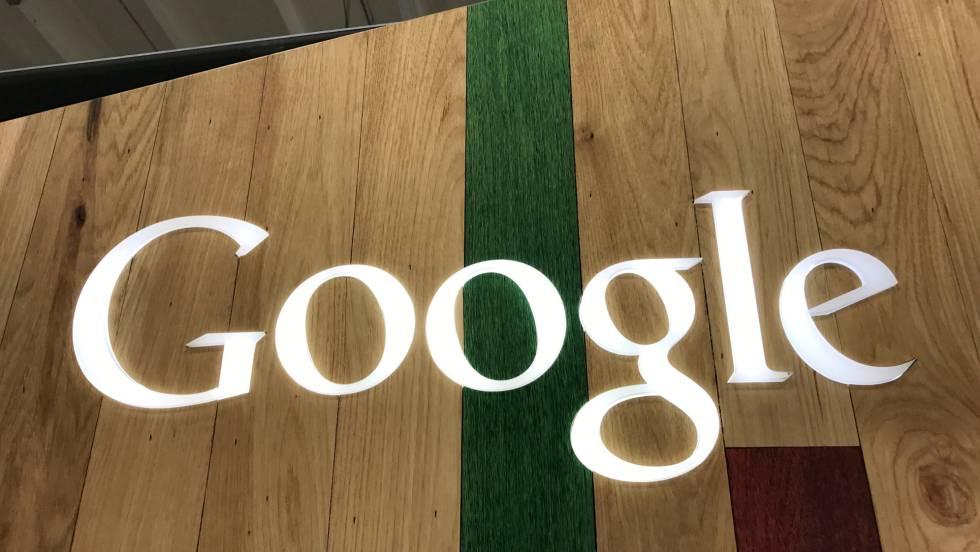 Logotipo de Google em uma loja de Los Angeles (EUA).