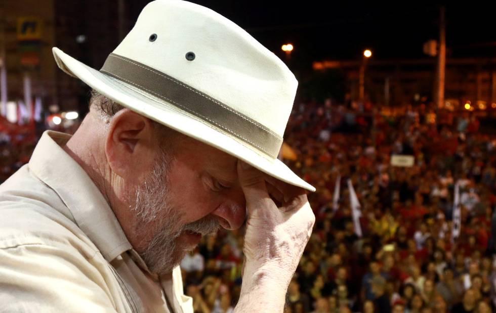 Ex-presidente Luiz Inácio Lula da Silva durante caravana em São Leopoldo, Rio Grande do Sul.