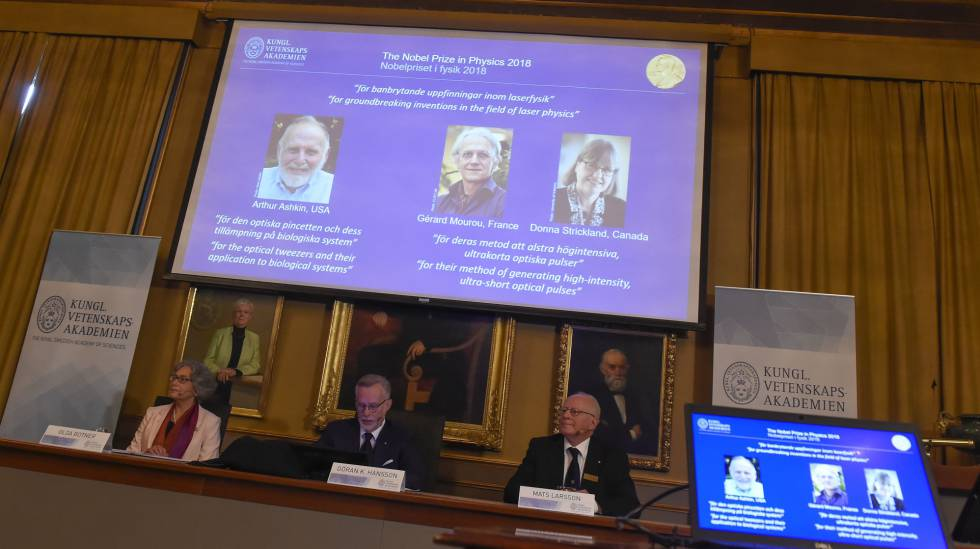 Entrevista coletiva na Academia sueca nesta terça-feira, com os três premiados.
