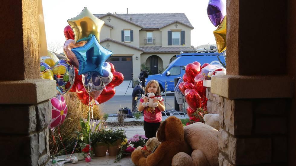 Bolas de gás e brinquedos enviados por desconhecidos se acumulam na porta da casa dos Turpin