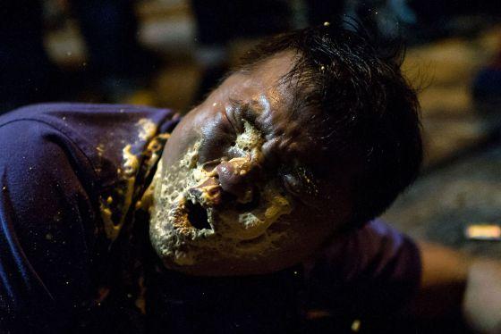 Jornalista de Hong Kong atacado com gás de pimenta na sexta-feira.