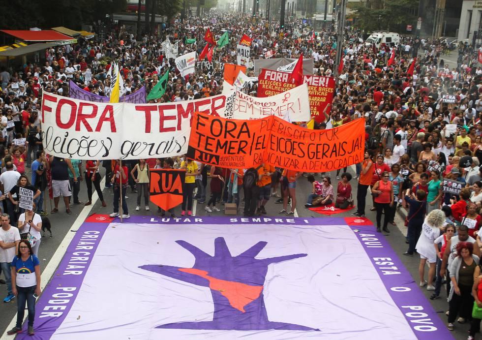 Manifestação na Avenida Paulista, neste domingo.