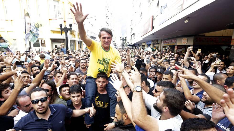 Jair Bolsonaro, momentos antes de sofrer um atentado durante a campanha em Juiz de Fora (MG).