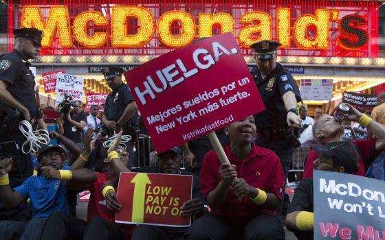 Protesto em Nova York contra os baixos salários.
