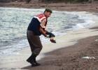 Os cadáveres dos dois meninos apareceram na manhã desta quinta numa praia turca. A foto de um deles mobiliza as redes sociais