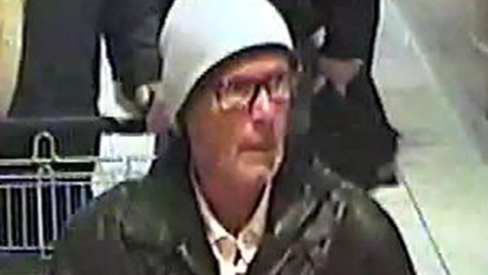 Imagem de vídeo em que se vê o suspeito.
