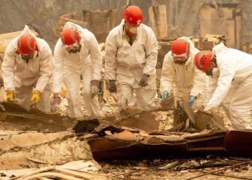 Centenas de voluntários e militares acharam 63 cadáveres sob as cinzas das casas arrasadas pelo incêndio em Paradise