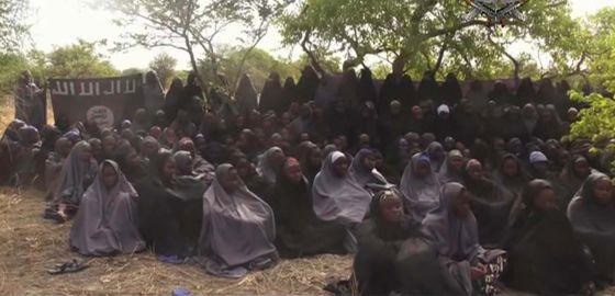Cena do novo vídeo difundido na segunda-feira por Boko Haram.