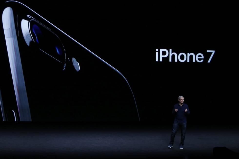 O presidente de Apple, Tim Cook, durante a apresentação do novo iPhone 7.