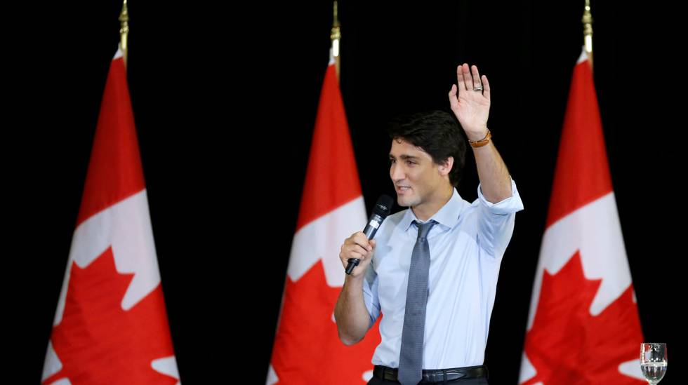 O primeiro-ministro Justin Trudeau, em uma conversa com jovens líderes em Ottawa, nesta segunda.