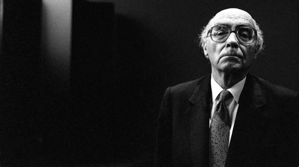 O escritor José Saramago, em fevereiro de 1998, em Barcelona.