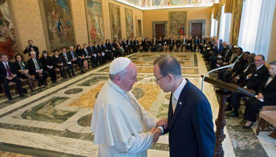 O papa Francisco recebe o secretário geral da ONU, Ban Ki-Moon, e a junta de chefes executivos das Nações Unidas.
