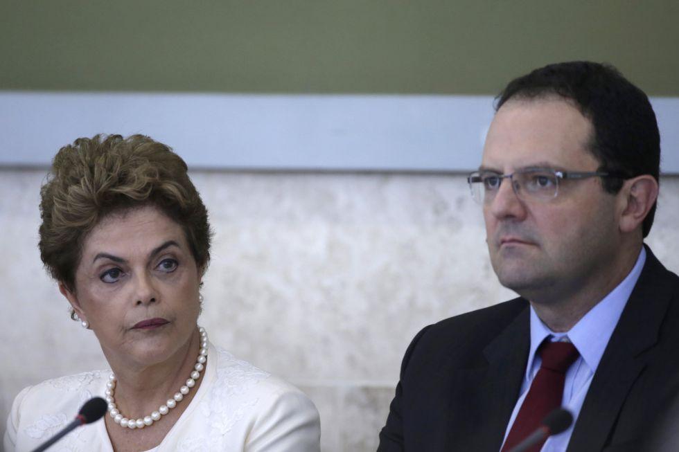"Dilma Rousseff e o ministro da Fazenda, Nelson Barbosa, durante o ""Conselhão""."