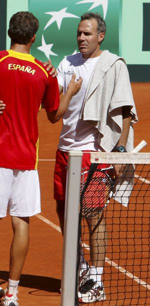 Spain player Fernando Verdasco and Àlex Corretja during a training session.