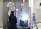 Na gravação, vários milicianos dão golpes de marreta em esculturas de um museu na cidade iraquiana de Mosul